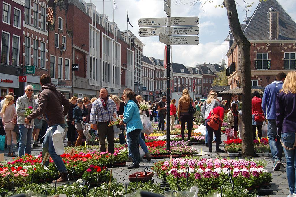 Foto van de bloemenmarkt in Leeuwarden